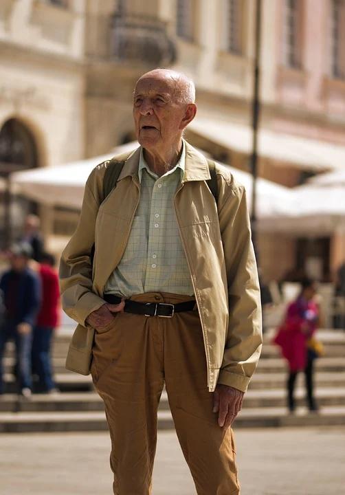 Cuidar la Soledad de Muchos Ancianos o Personas Mayores