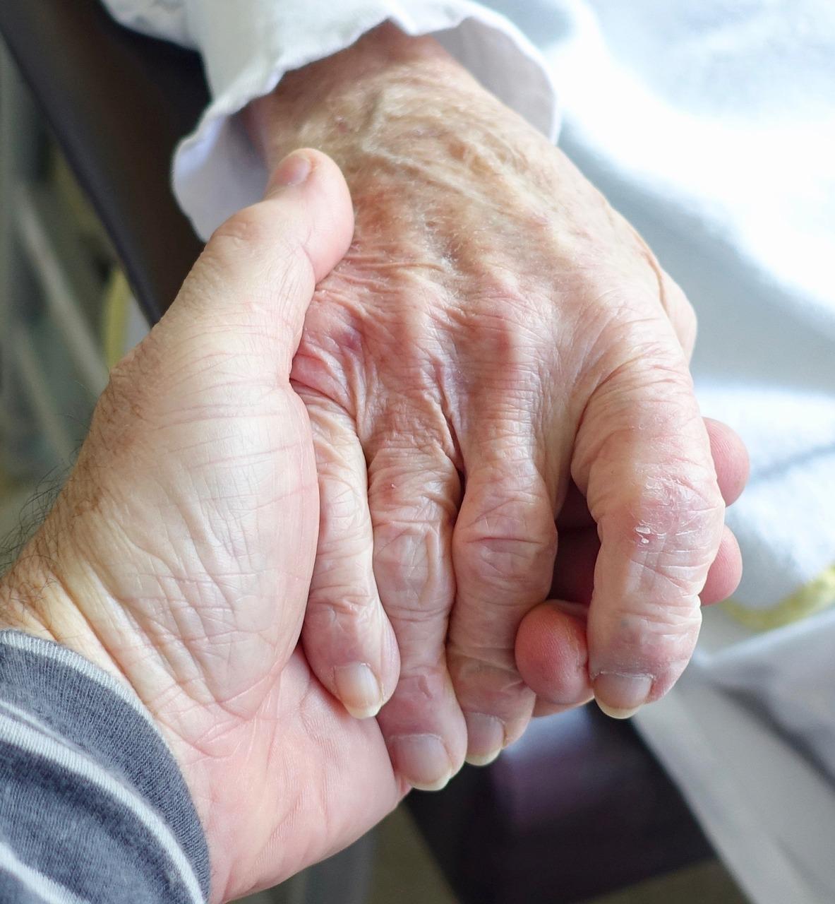 cuidados de personas mayores enfermas y dependientes