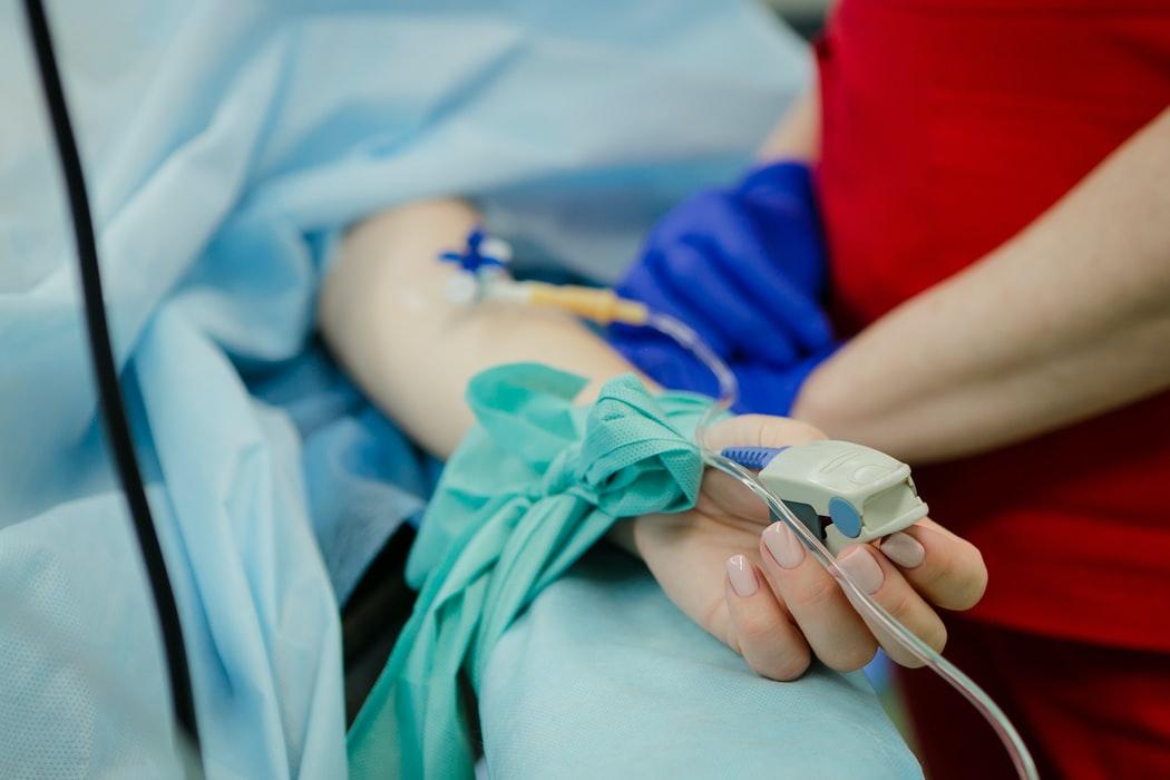 Auxiliar de Enfermería o Enfermera para Cuidados a Domicilio