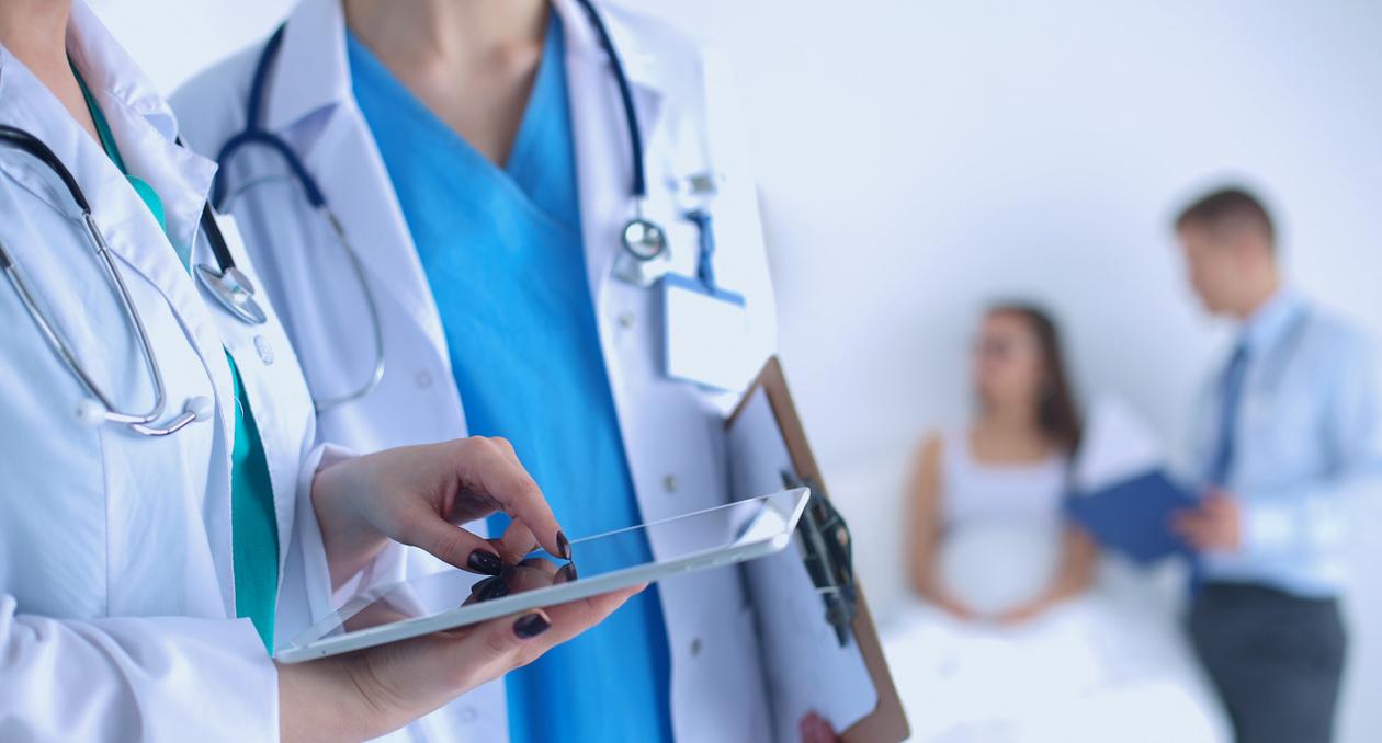 Auxiliar de Enfermería para Cuidados a Domicilio en Hogar del Paciente
