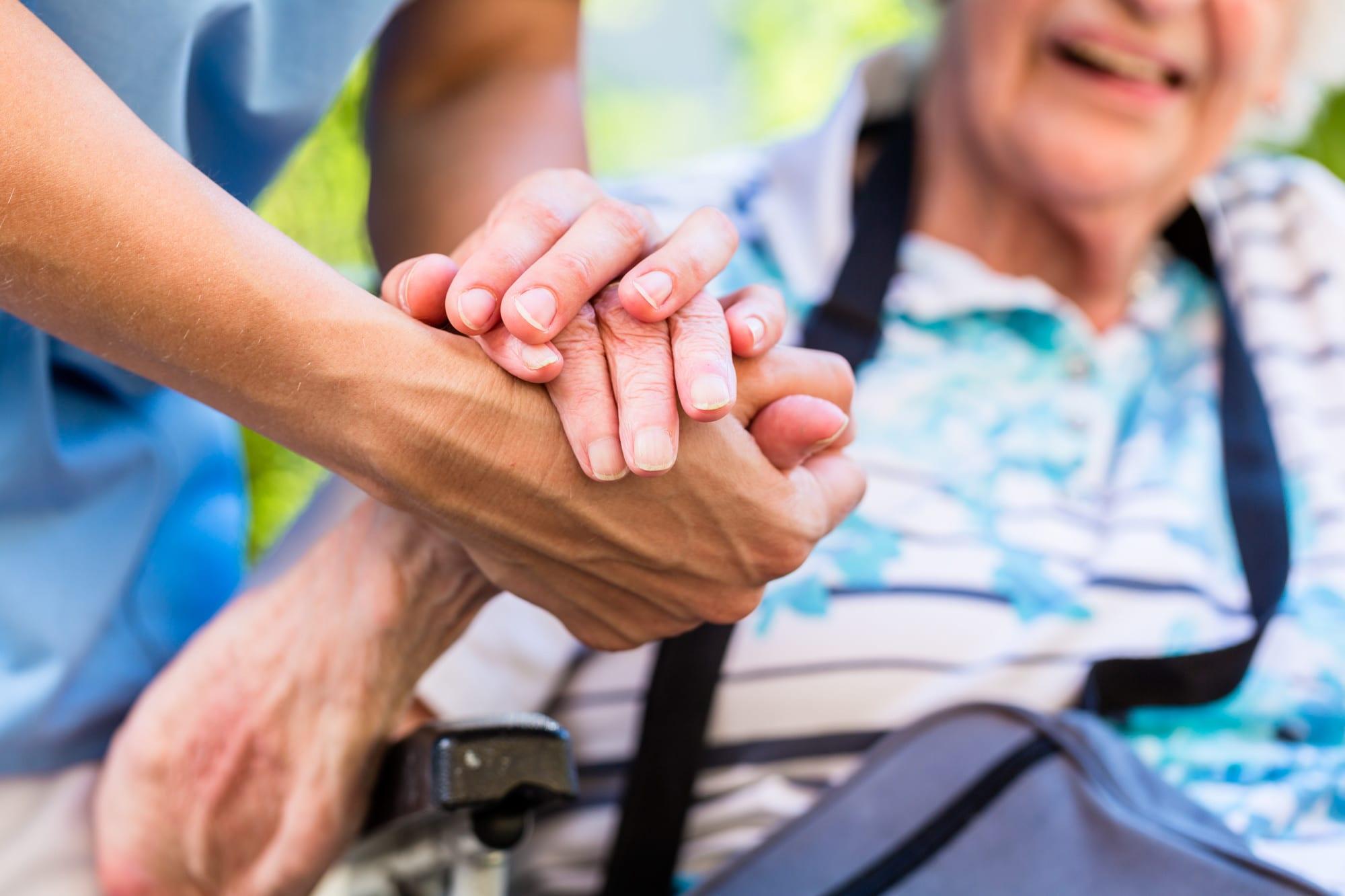 Consejos para Cuidar a un-a Enfermo-a o Persona Mayor